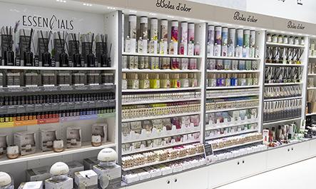 Interior de una tienda con productos Boles d'olor
